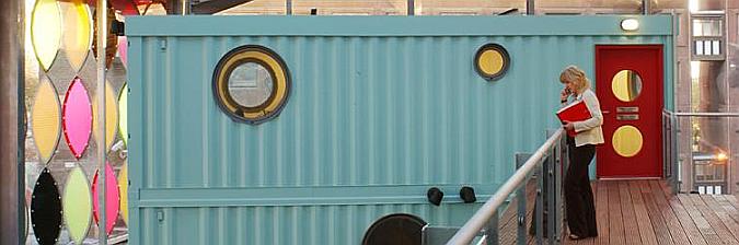jugando entre containers - fawood children's centre