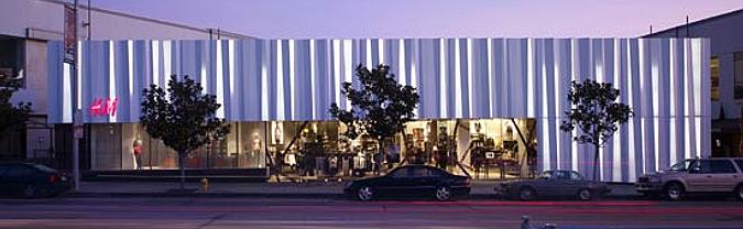 aluminio plisado - H&M store in sunset boulevard
