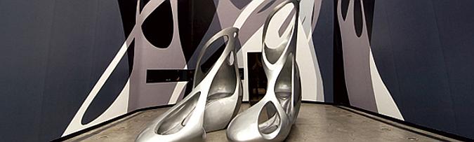 de los pies a la galería - Melissa's Zaha Hadid shoes, installation