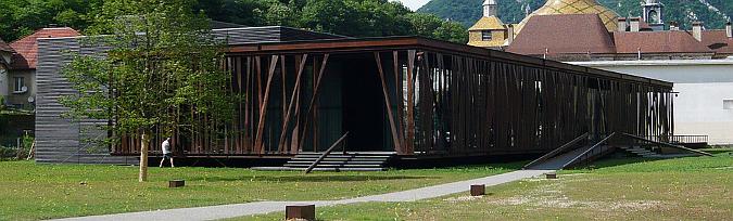 cortina de acero cortén - salins les bains, restaurant and gambling room