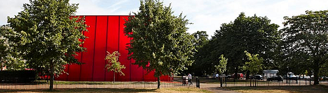 en rojo y con minúsculas - serpentine gallery pavilion 2010