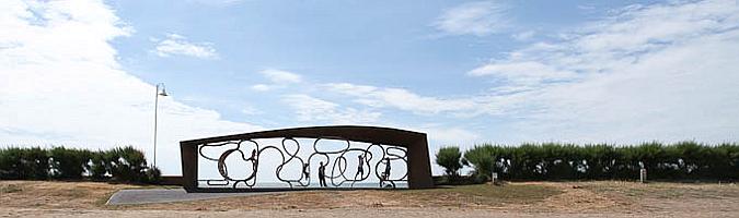 garabatos de acero y madera - the longest bench